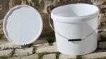Seaux en plastique pour toilettes seches