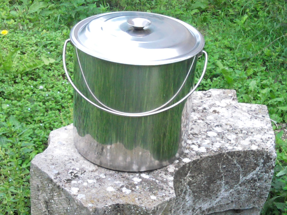 wc de camping toilette seche livr avec seau plastique 12 litres camping toilette camping. Black Bedroom Furniture Sets. Home Design Ideas